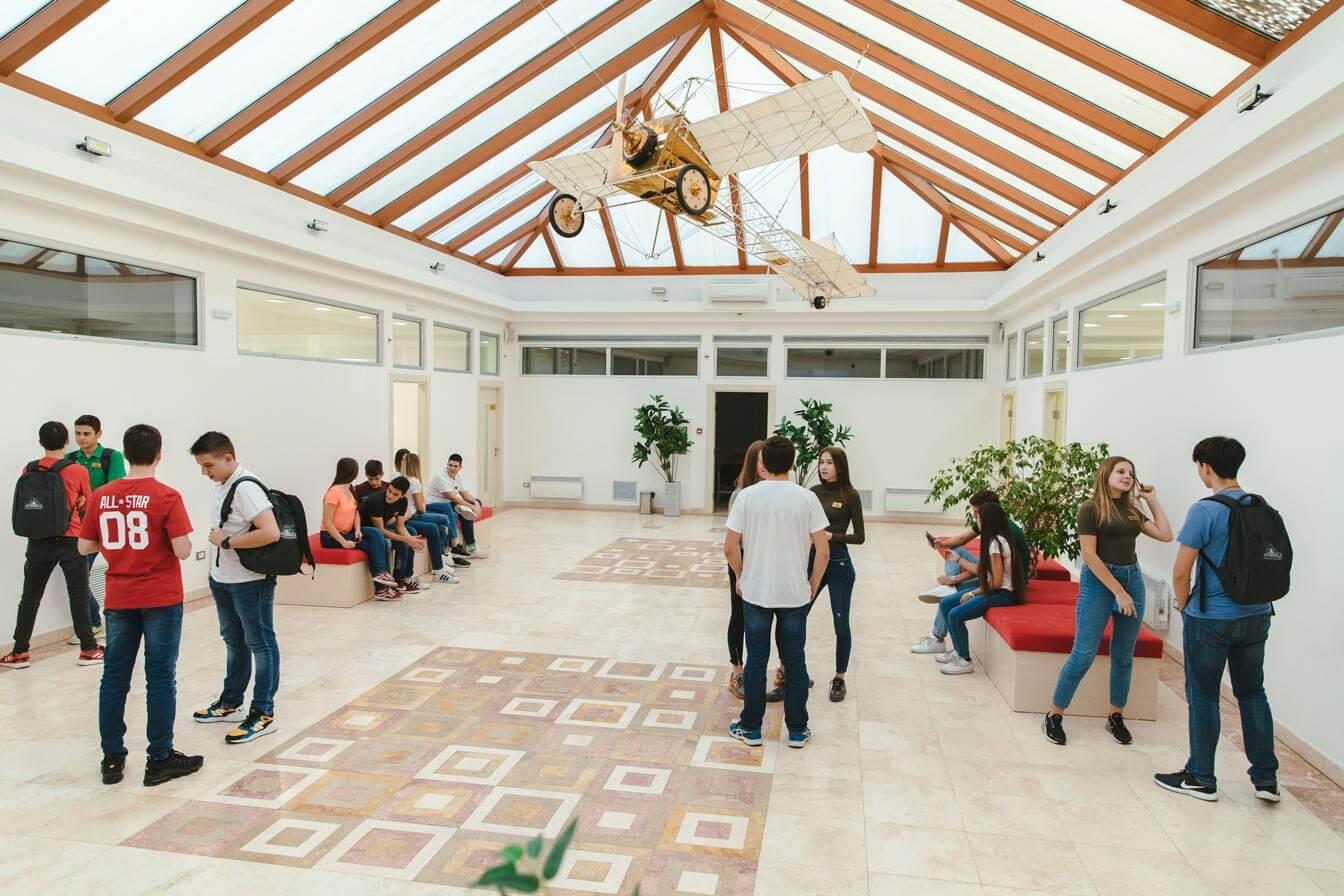 Atrijum - Arhimed - Srednja škola i gimnazija